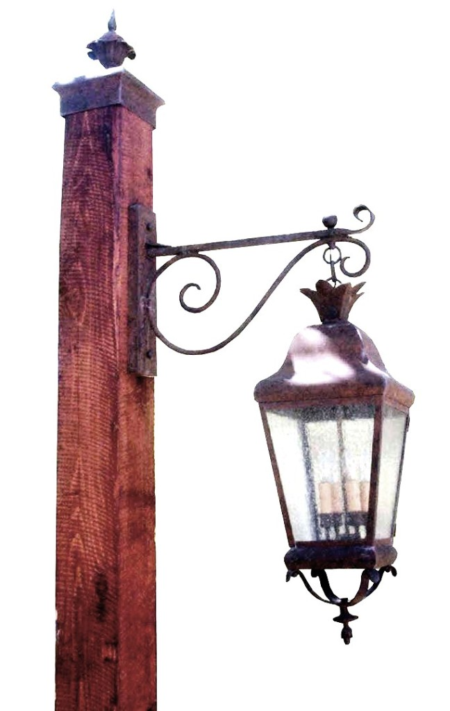 690 Cb4 Br P Shwo Lantern On Forged Arm Adn Wood Post Light