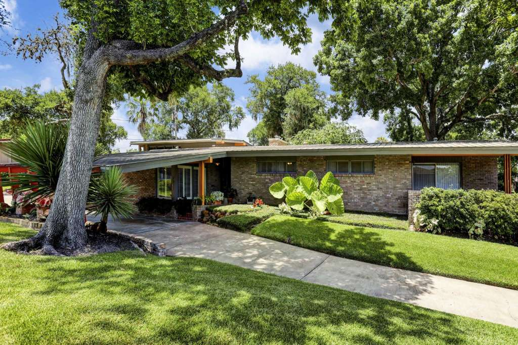 Glenbrook Valley Is the Mid-Century Modern Jewel of Houston