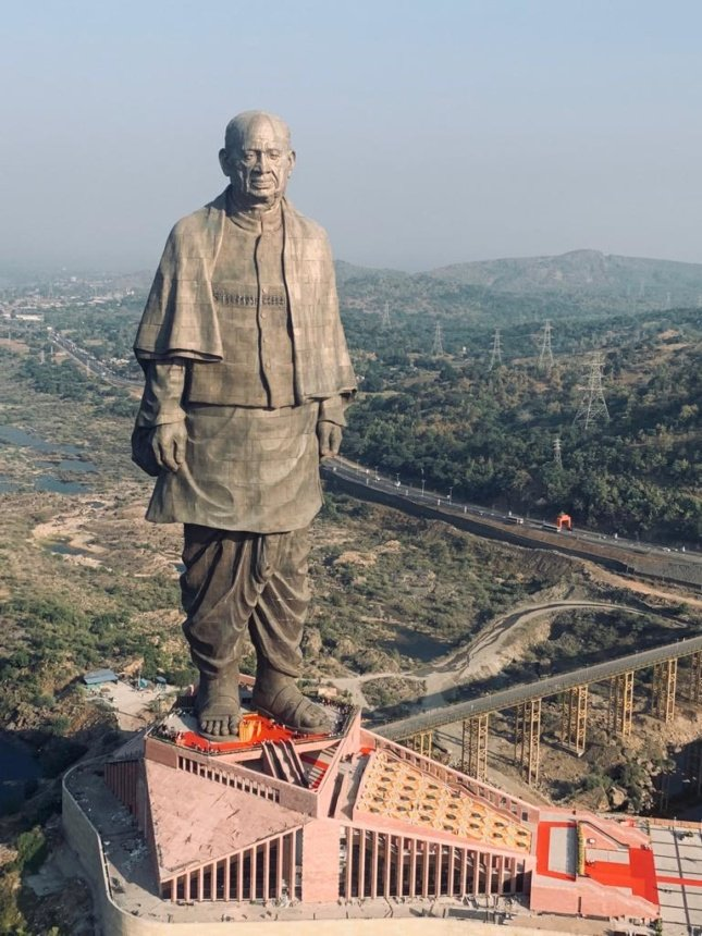 World's Tallest Statue Rises Above Gujarat, India