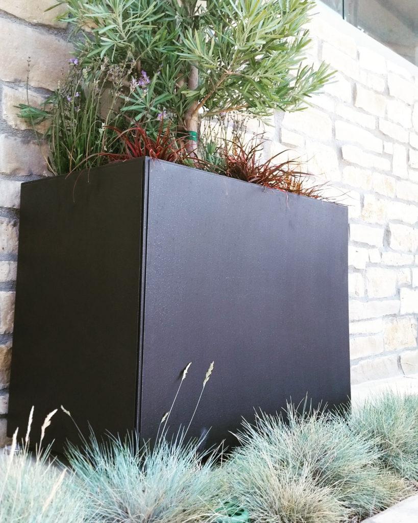 #14000 Black Planter With Plant ADG Lighting